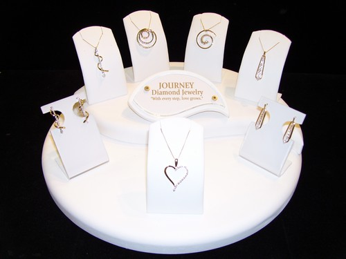 <b>Description: </b>14KT Journey Collection.<br /><b>List Price:$780-$1,550</b><br />Our Price:$390-$775