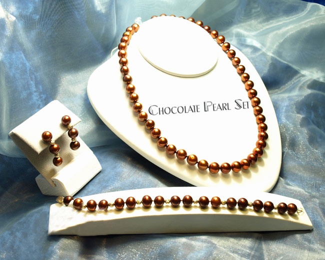 <b>Description: </b>Chocolate necklace, earring and bracelet.(Call or e mail for price and details.)